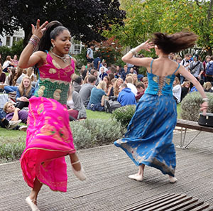 Bollywood-comes-to-Barton_lunchtime-performance-by-Bollywood-Vibes-WEB